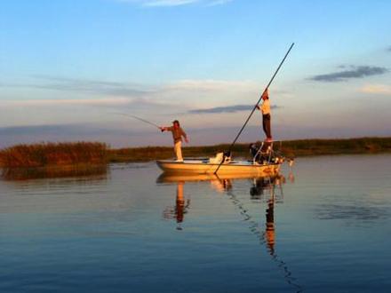 Pesca en Esteros del Iberá. Foto de Argentina Discovered.
