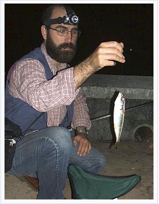 Juan Urrutia pesca una boga