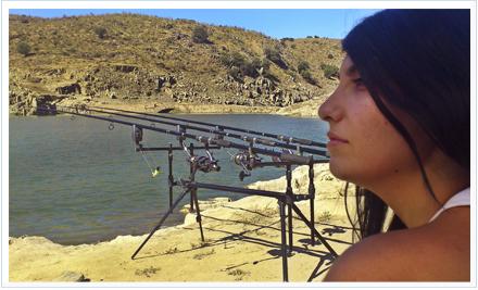 mujeres en la pesca deportiva. Irene López durante una jornada de pesca