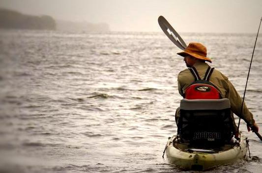 Kayak Cuda 12 de Jackson. (Fuente: Fuente: http://fishnhound.canadiankayakanglers.com/)