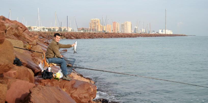 ¿Buscas nuevas experiencias en la pesca? Prueba la pesca de lisas con corcho