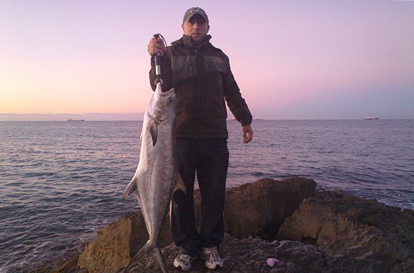 Raul Martí con un palometón pescado en Tarragona. Técnicas de pesca.