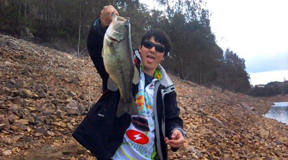 Black-bass capturado por Alejandro Hernández con la técnica de pesca a pez visto.