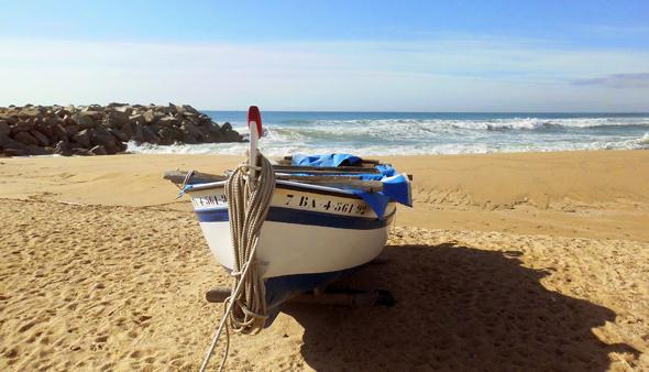 Playa en la que poder practicar surfcasting en Cataluña.