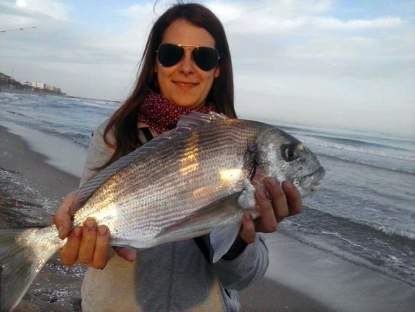 Foto de María Otero, ganadora de nuestro concurso de fotos de pesca.