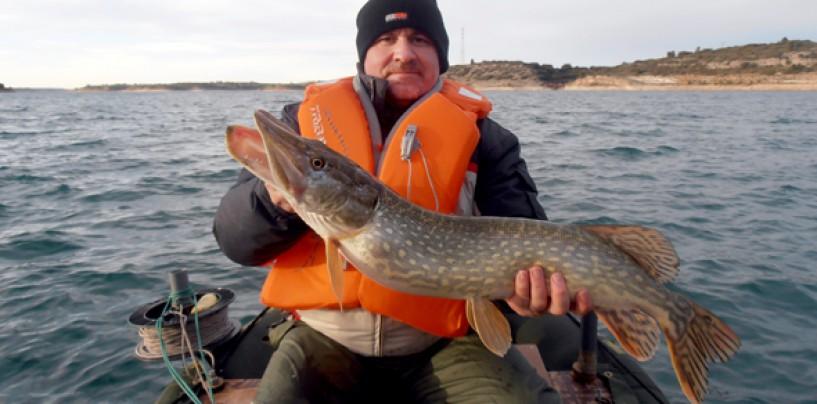 Pescar en el pantano de Alarcón