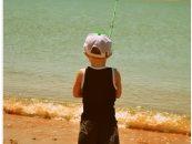 Prendas con protección solar para salir a pescar con los más pequeños