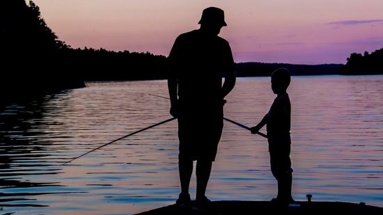 Iniciar a los niños en la pesca deportiva. Foto de Erkki Alvenmod.