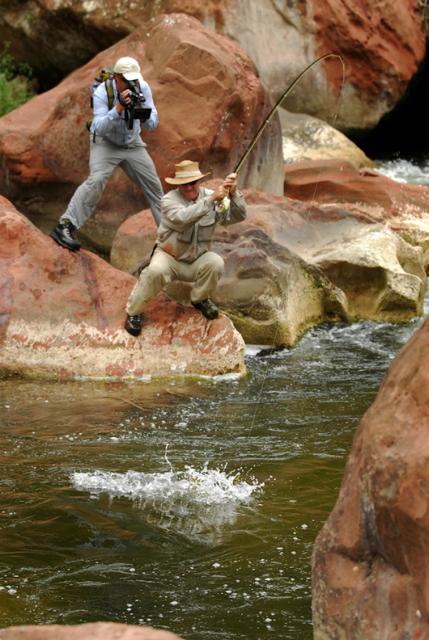 Todd Moen (arriba), productor del vídeo de pesca a mosca de hoy.