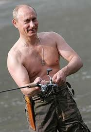 Famosos de pesca: Putin. Foto de http://politic365.com/2012/02/29/putin-to-obama-sex-buys-you-votes/