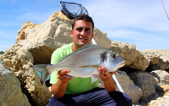 Roque Navarro nos da algunos consejos para pescar doradas en verano.