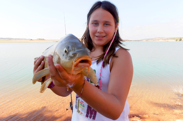 La sobrina de Josan Illescas. Pescar carpas.
