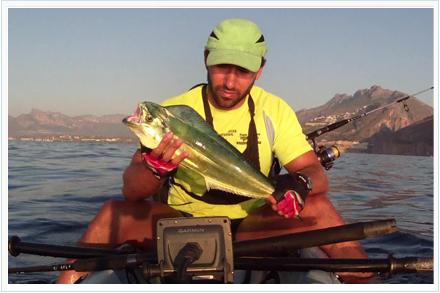 Pesca llampugas de kayak de pesca
