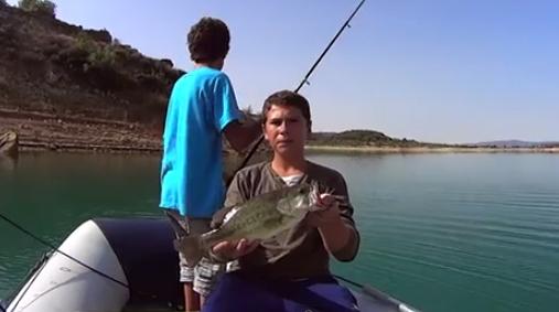 Vídeo de pesca: pequeños pescadores en acción