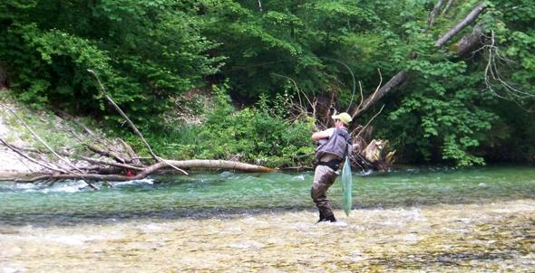 David Arcay practica la pesca a mosca.