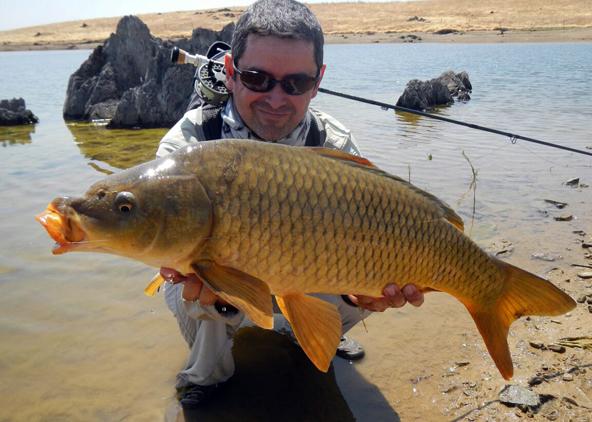 César Tardío de pesca a mosca en Extremadura