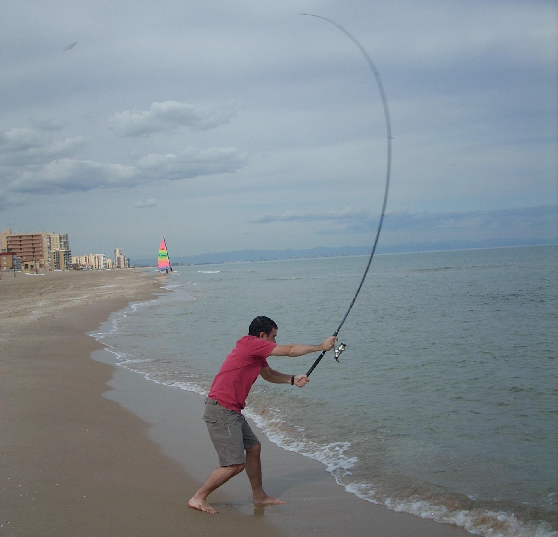 pescar sepias desde la orilla en la playa