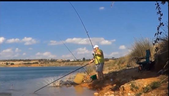 Pesca de carpas a fondo con cebador
