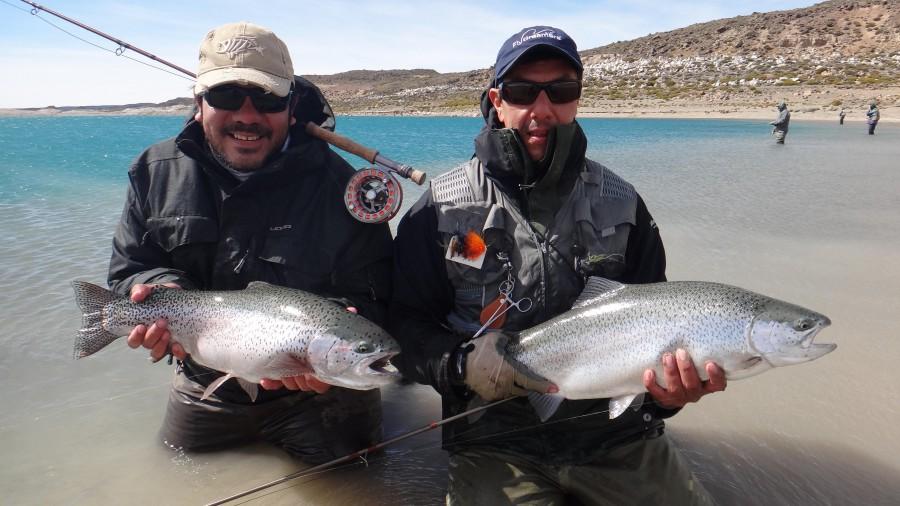 pescando truchas en el lago Strobel