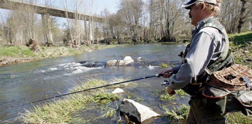 La temporada de pesca de la trucha comienza este domingo en Galicia con un incremento de los tramos libres sin muerte y grandes dudas