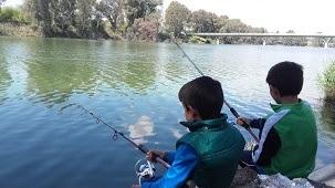 niños pesca en san jeronimo