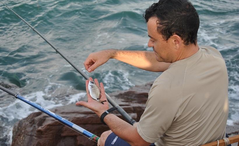 Como pescar con asticots en el mar