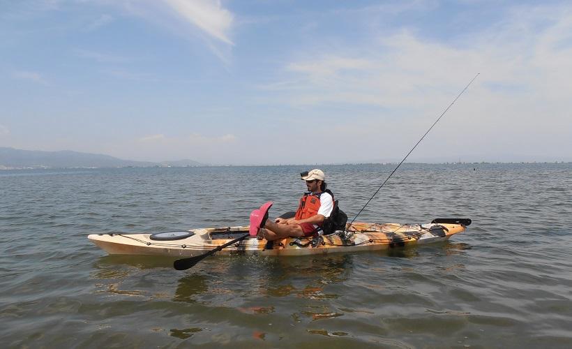 en verano pesca desde embarcación