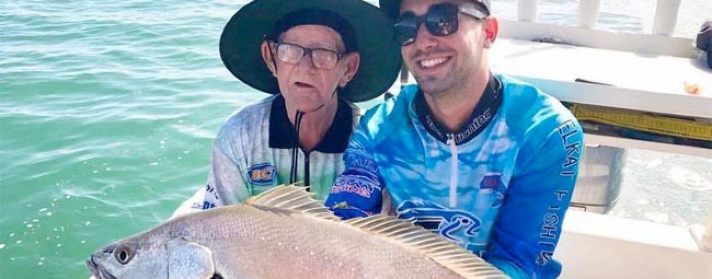 ¡Final Feliz! El anciano pescador que emocionó al mundo consigue un compañero de pesca y un viaje inolvidable