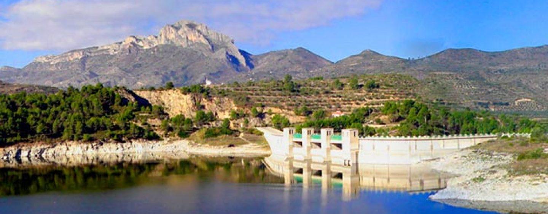 Lugares de pesca: El embalse de Beniarrés, un buen destino para pescar basses en la Comunitat Valenciana