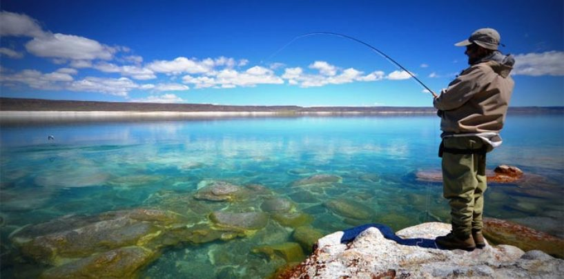 Destinos de pesca: Lago Strobel, el paraíso argentino de la trucha arcoíris