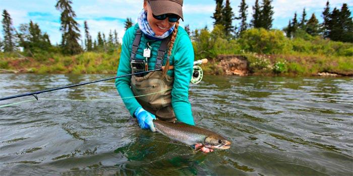 pesca en la isla Kodiak salvelino