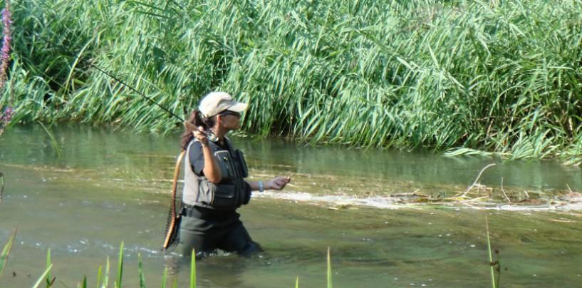 ¡Ellas también pescan! La mujer en la pesca deportiva