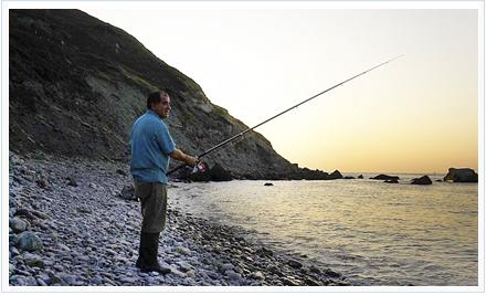 Pescador tentando bogas