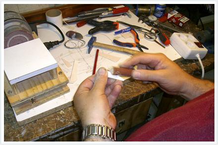 Fabricación señuelos para la pesca de calamares