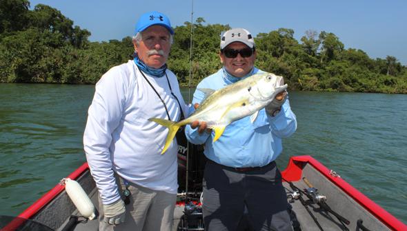 Paco Marroquín nos da algunos consejos para pescar jureles como el de esta foto.