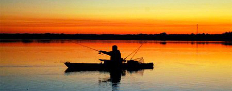 Motor, vela, estabilizadores,… como accesorios para kayaks de pesca