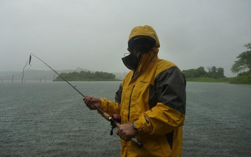 señuelos de pesca con lluvia