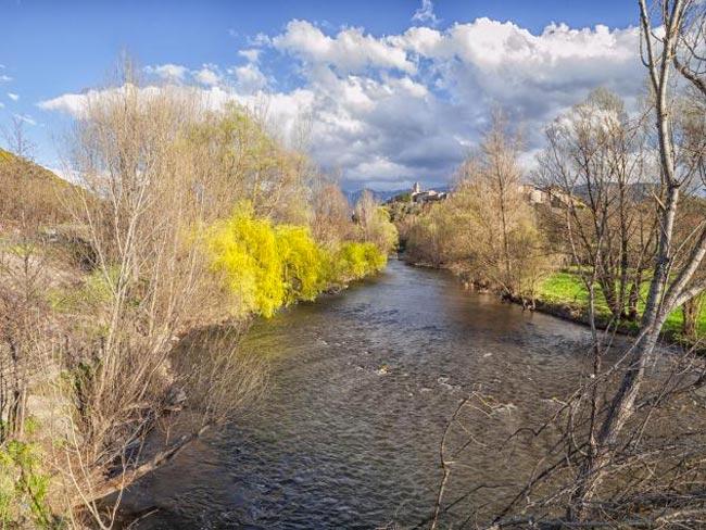 Tramo alto del río Segre