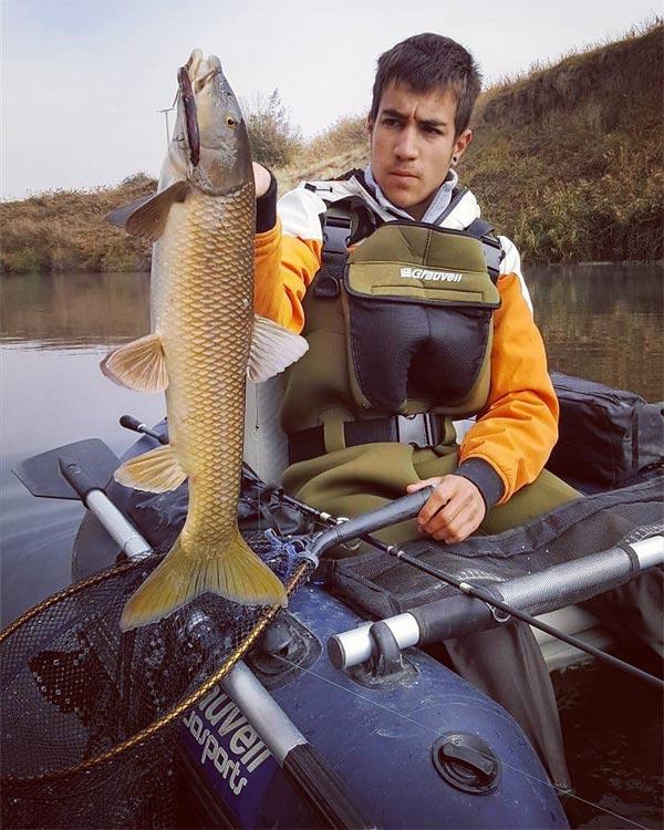 pesca a spinning de ciprínidos desde pato